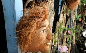 Μετατρέπει καρύδες σε μικρά έργα τέχνης – Newsbeast
