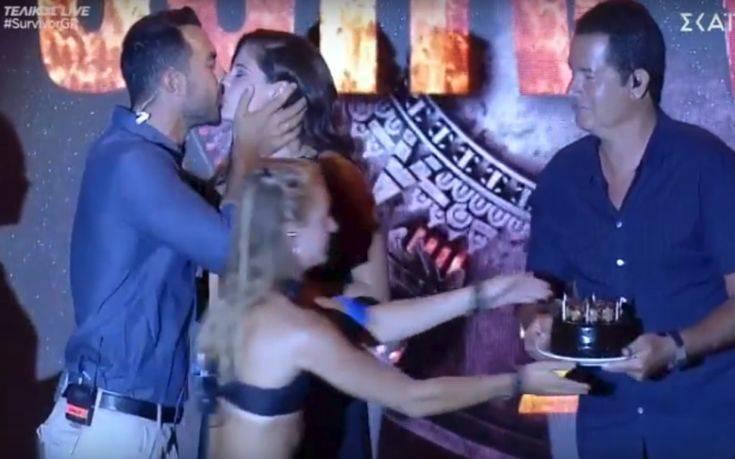 Το φιλί του Σάκη Τανιμανίδη στην Χριστίνα Μπόμπα στη διάρκεια του τελικού – Newsbeast