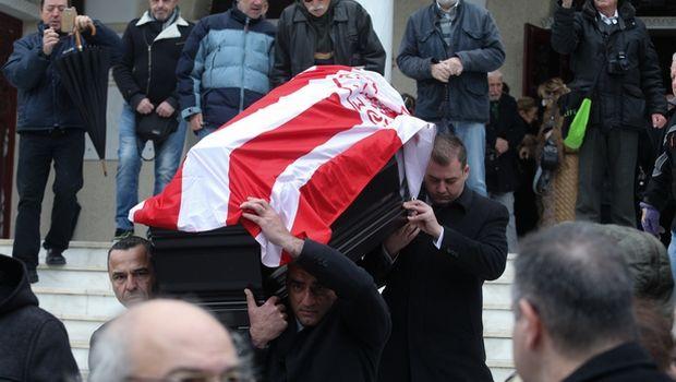Το τελευταίο αντίο στον Ηλία Ρωσσίδη με σημαία Ολυμπιακού - Ολυμπιακός