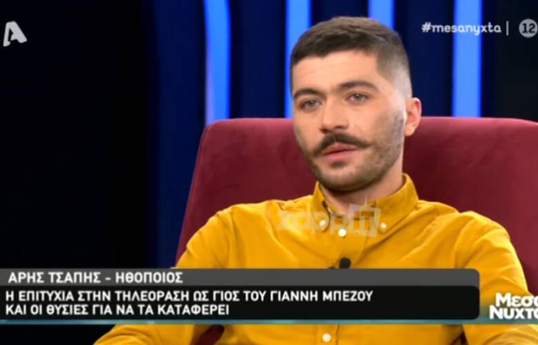Ο τηλεοπτικός γιος του Γιάννη Μπέζου μιλά για τα δύσκολα χρόνια από την Αλβανία στην Ελλάδα – Newsbeast